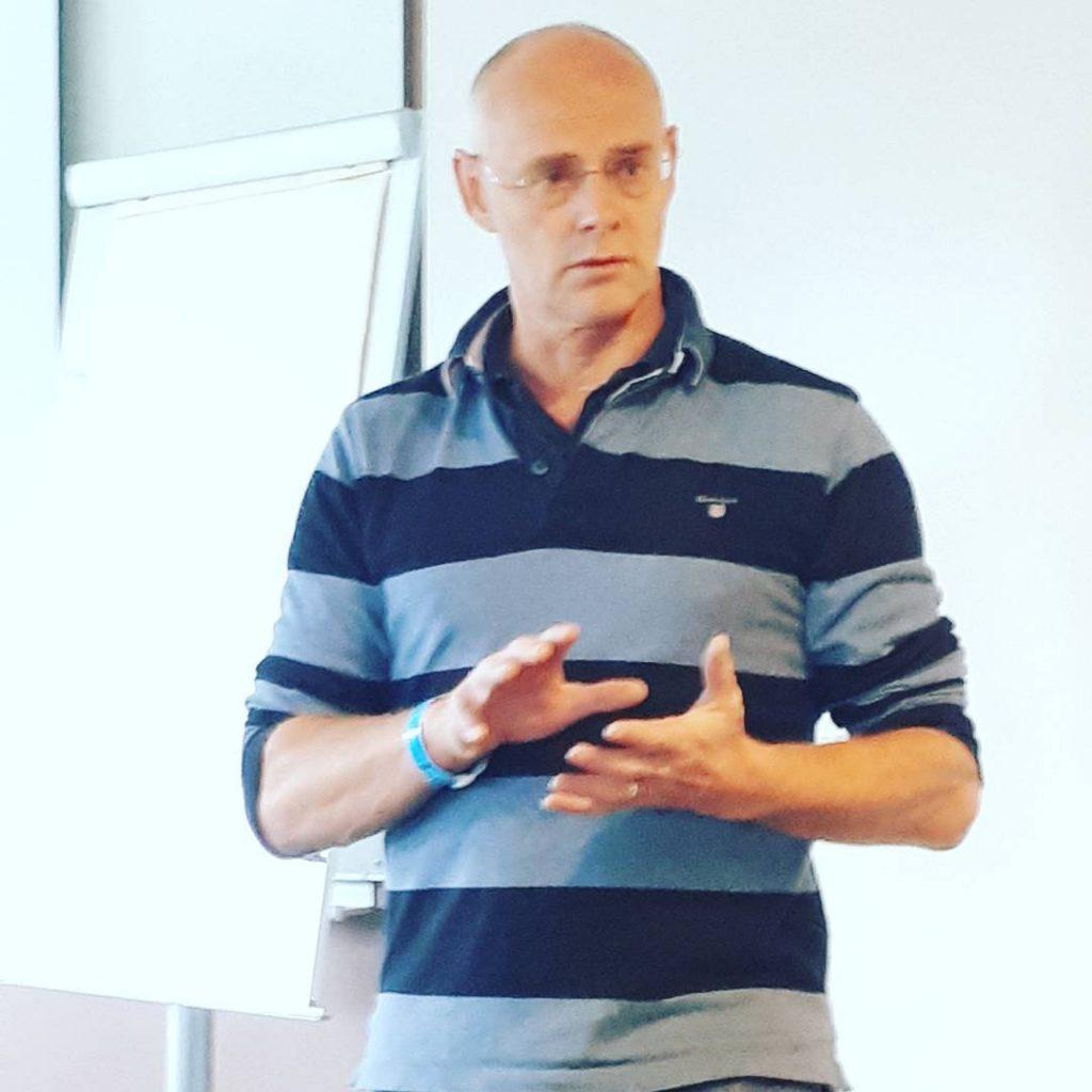 Underlagsexperten Lars Roepstorff presenterar den mekaniska hoven och resultat avhellip
